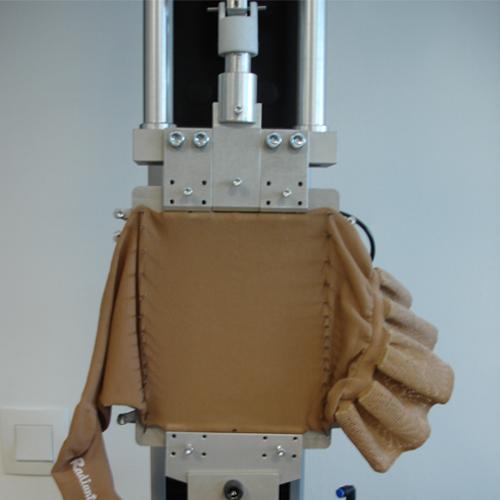 Systeme de contention sur machine de traction selon la norme NF G30-102